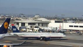 洛杉矶,加利福尼亚,美国- 2014年10月8日:全美航空公司空中客车A320飞机在LA国际机场停放了 免版税库存照片