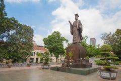 李公蕴雕象在Sword湖附近的公园在河内,越南 免版税库存照片