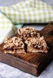 李子饼和面包屑开胃菜  库存图片
