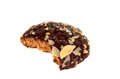 杏仁叮咬筹码查出的巧克力曲奇饼 免版税图库摄影