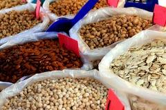 杏仁市场传统开心果的种子 免版税库存图片
