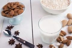 杏仁牛奶 库存图片