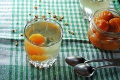 杏子和果盘 库存图片