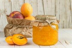 从杏子和桃子和一些成熟果子阻塞 免版税库存图片