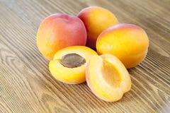 杏子新鲜成熟 库存照片