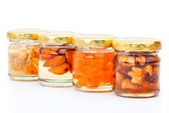 杏子罐装图蜂蜜螺母 免版税库存照片