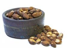 杏仁和陶瓷碗 免版税库存图片
