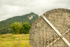 材料由竹子制成 并且美好的山景 免版税库存图片