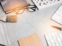 材料,木头,颜色样品,在桌上 室内设计se 库存图片