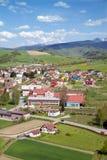 村庄一张顶视图从观点的在Orava城堡 库存照片