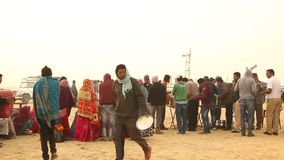 村庄人在沙漠 影视素材