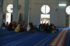 村庄人在苏丹Mahmud清真寺在瓜拉Lipis,彭亨 库存照片