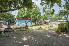 村庄发展:Dravuni海岛 免版税库存图片