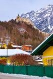 村庄和城堡在萨尔茨堡奥地利附近的Werfen 图库摄影