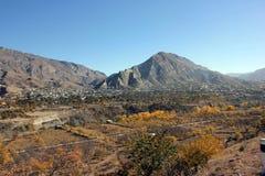 村庄和果树园山的 免版税图库摄影