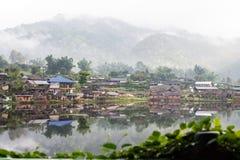 村庄在夜丰颂,泰国 库存照片