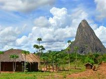 村庄在山。美妙地美好的风景。 库存照片