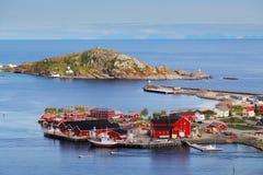 村庄在有房子的, Lofoten,雷讷挪威 库存图片