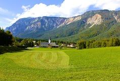 村庄在朱利安阿尔卑斯 免版税库存图片