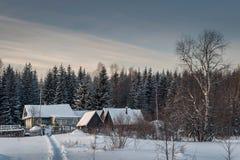 村庄在村庄一多雪的早晨在俄罗斯 图库摄影
