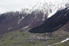村庄在Svaneti,乔治亚 每个家庭有一个古老塔 图库摄影