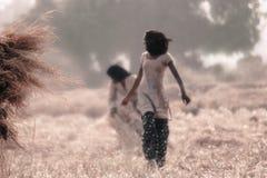 村庄工作者女孩在古杰雷特 免版税库存图片