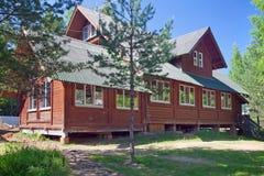村庄房子在乡区 免版税库存照片
