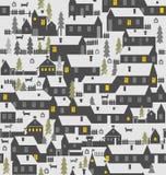 村庄是一层房子、篱芭、冷杉、狗和狗窝 免版税库存照片