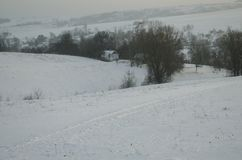 村庄是在雪的冬天 库存图片