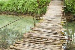 村庄木桥 免版税库存图片