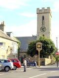 村庄标志和教会, Yarmouth,怀特岛郡。 免版税库存照片
