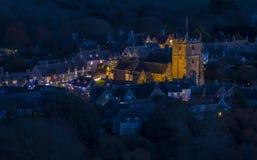村庄照亮在圣诞节欢乐季节 库存照片