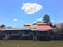 村庄生活方式美好的风景在江边泰国的 库存图片