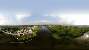 村庄由河是美丽和可怕的 库存图片