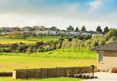 村庄的看法,在奥克兰附近,新西兰 免版税图库摄影