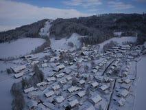 村庄空中照片在冬天 库存照片