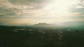 村庄空中风景在有薄雾的早晨 股票录像
