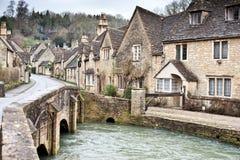 村庄街道在Cotswolds 免版税图库摄影