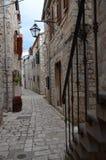 村庄街道Stari毕业 免版税库存照片