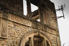 村庄邮局的遗骸跟随massac的废墟的 库存图片
