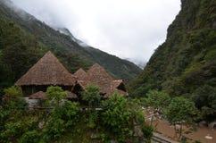 村庄阿瓜斯卡连特斯火山,秘鲁 免版税库存图片
