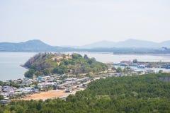 村庄风景由海的从观点 库存图片