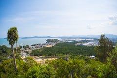 村庄风景由海的从观点 免版税库存照片