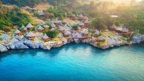 村庄鸟瞰图在Si张海岛,泰国上的 库存图片