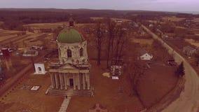 村庄 古老寺庙 盘旋在古庙附近 股票录像