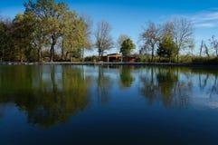 村庄水池在晚秋天 免版税库存照片