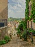 村庄Cordes sur Ciel的大街 免版税库存照片