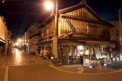 村庄Futamigaura,日本街道有传统日本房子的 免版税库存图片