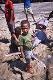 从村庄Lamalera的孩子 免版税库存照片