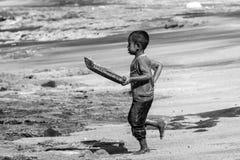 从村庄Lamalera的小孩 免版税库存图片